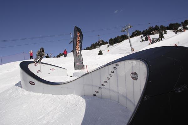 Grandvalira-un-paraiso-para-los-snowboarders
