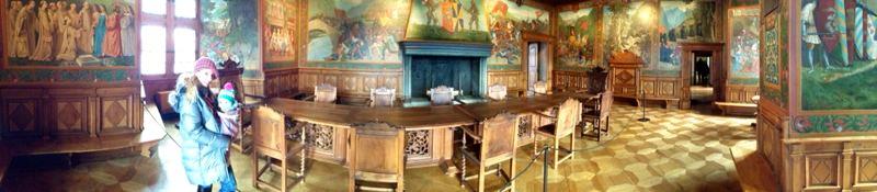 interior castillo gruyere