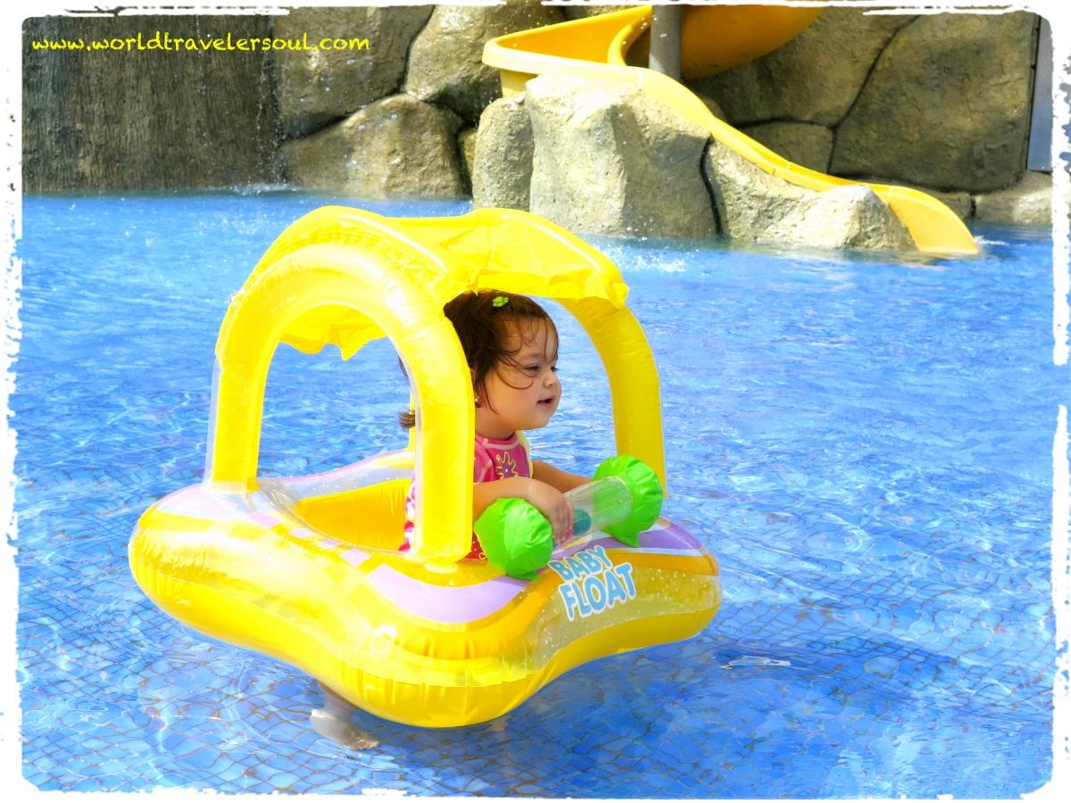 Viajando con tus hijos el equipaje del beb y experimentar viajando con ni os - Hoteles con piscinas para ninos ...
