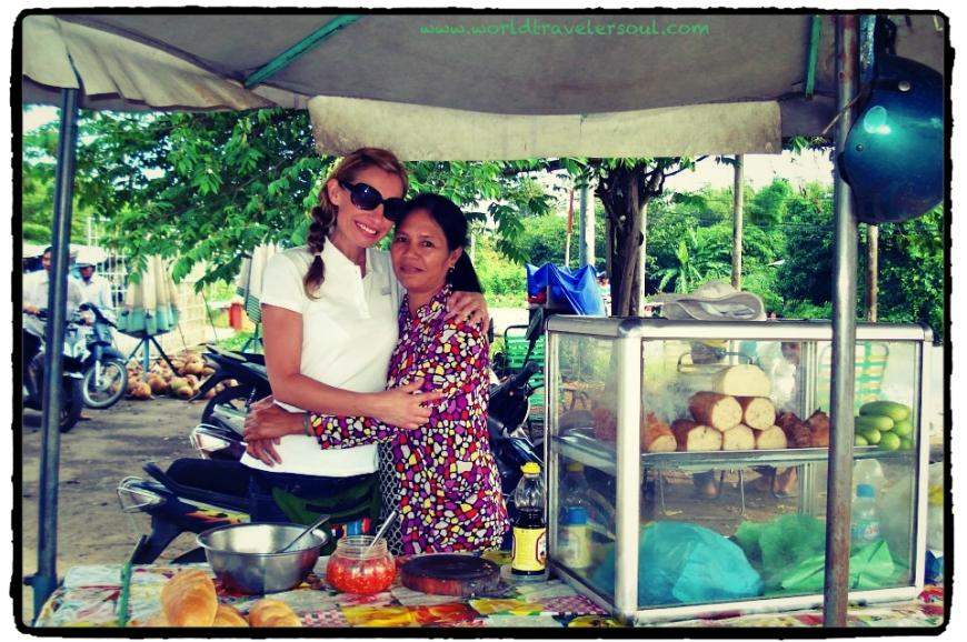 Puestecito de venta de bocatas de la madre de Trang.