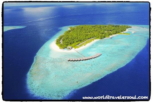 Vistas del resort de Maldivas desde el hidroavión.