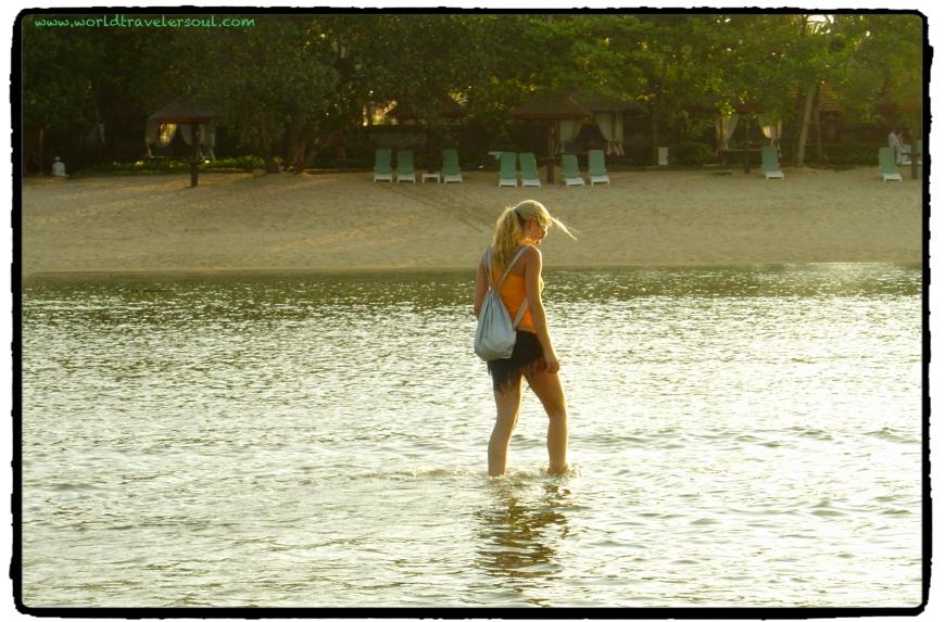 Paseo al atardecer por la playa de Nusa Dua (BALI).