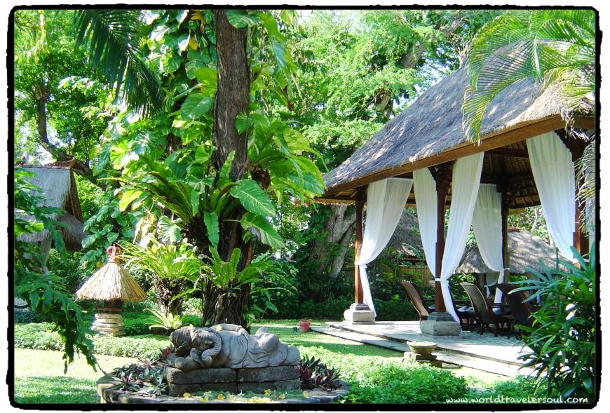 Spa&massage al aire libre con arquitectura típica balinesa.