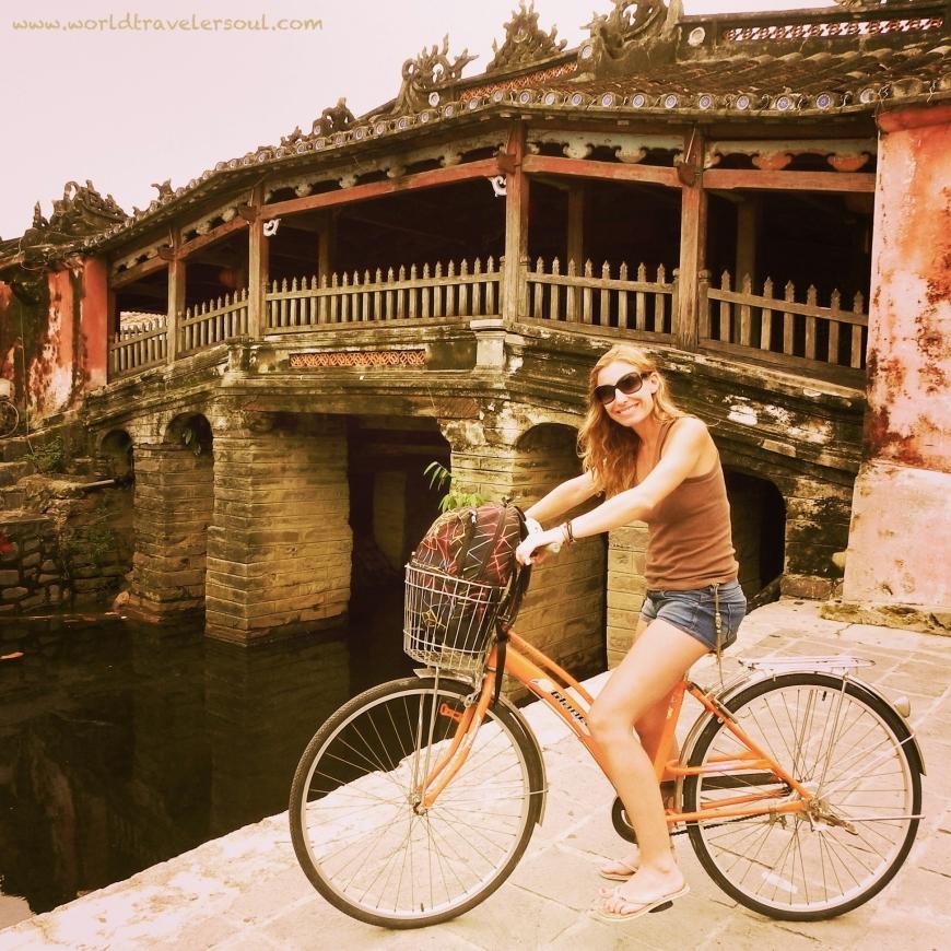 Paseo en bici por el casco antiguo  en Hoi An.