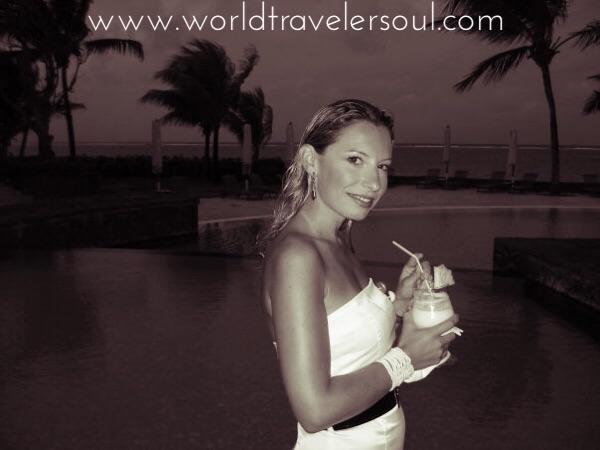 Cóctel y aperitivo al atardecer en el hotel The Residence.