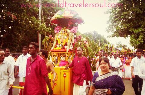 Procesión hindú, ofrendas a sus dioses.