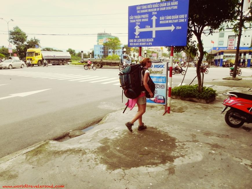 """Perdida por """"no sé donde""""... todo en vietnamita y todos vietnamitas... después de una de maratón de pekín express, llegamos! jejeje"""