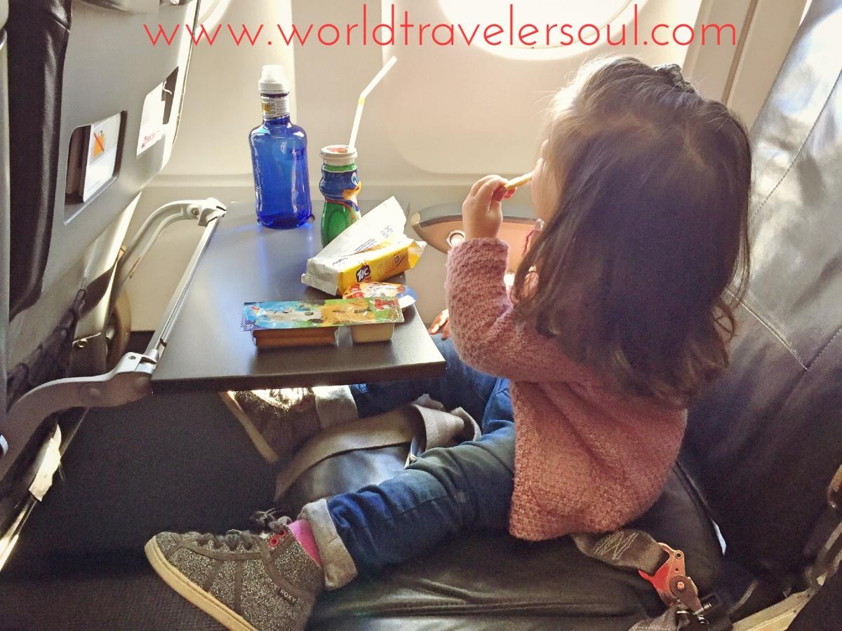 VIAJAR EN AVIÓN CON NIÑOS (de 2 años) De bebé a niño viajero.